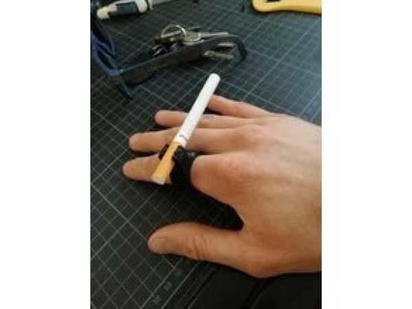 Oyun Oynarken Sigara Tutucu Aparatı Tutucusu