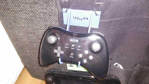 Wii U Pro Kontrolörü Tutucu / Dock Plastik Aparat
