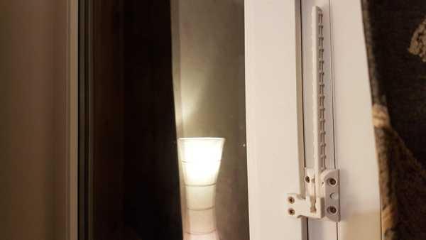 kapı veya pencere mandalı pozisyon tutucusu  Organik Plastikten