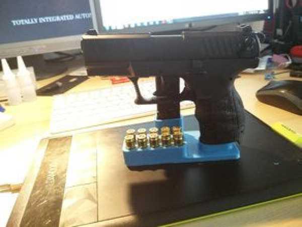 Walther P22 9mm  P.A.K. için tabanca standı + 10 mermi