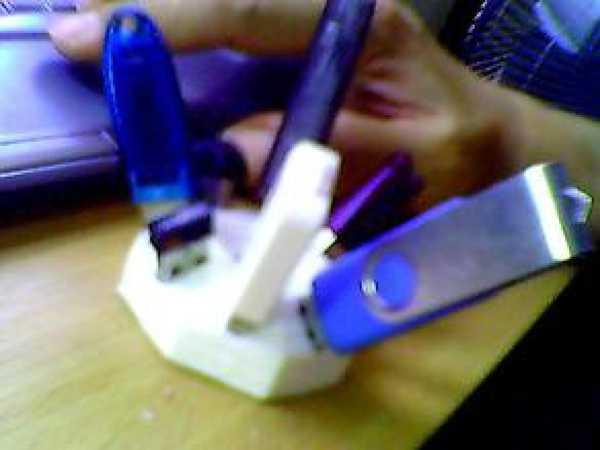 8 USB Tutucu Kabı Saklama Kutusu Düzen Koruyucu Asma Aparat Masa