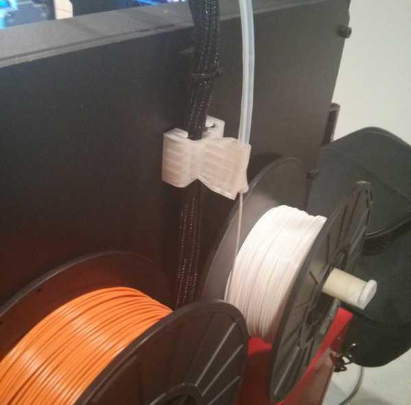 Replicator 2 için geliştirilmiş filament kılavuz tüp tutucusu
