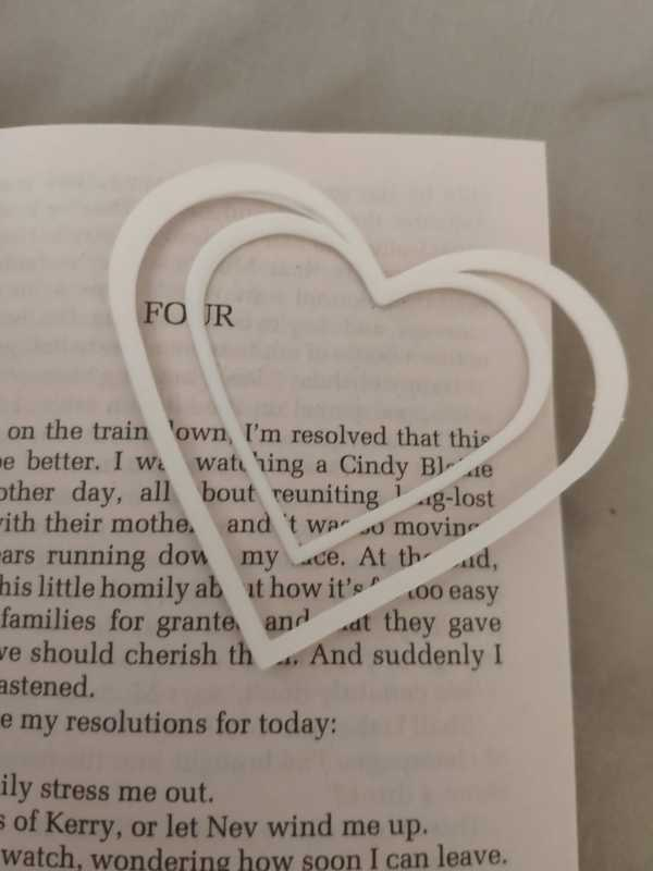 Kalp Şekilli Beyaz Desenli Kitap Sayfa Ayracı Sevgililer Günü