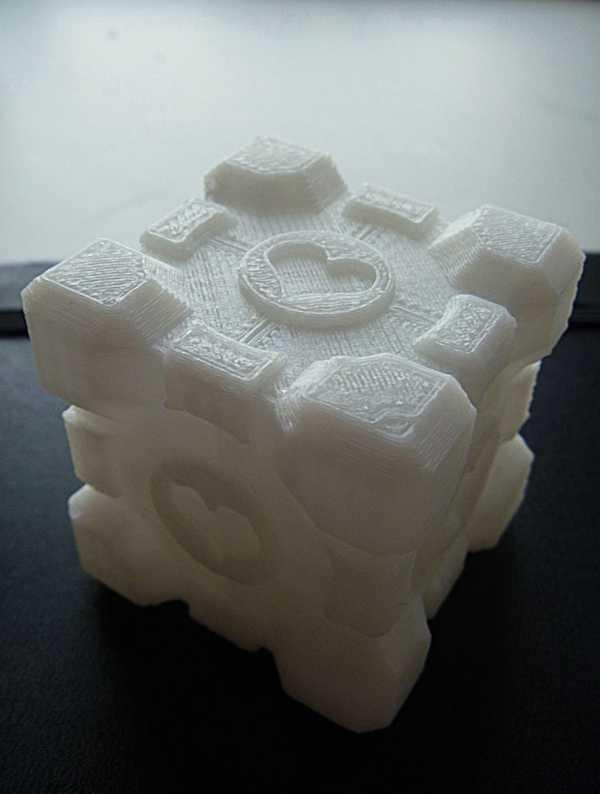 Toptan Portal Oyunu Temalı Companion Cube Kalp Desenli   Hediyelik