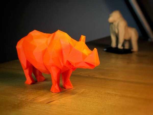 Low Poly Rhino Plastik Aparat